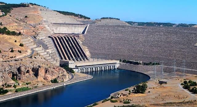 История Вопрос: Что было найдено после небольшого осушения водоёма при гидроэлектростанции Ататюрка в Турции в 2018 году?