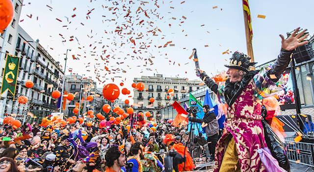 Культура Вопрос: Что из перечисленного является традиционным символом Венецианского карнавала?