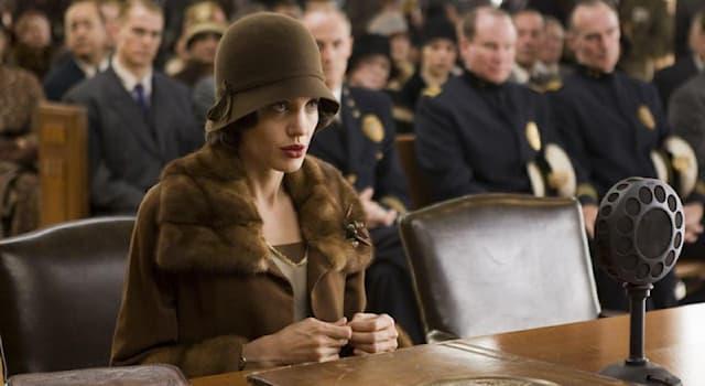 Кино Вопрос: Кадр из какого фильма, с участием Анджелины Джоли в главной роли, изображён на фото?