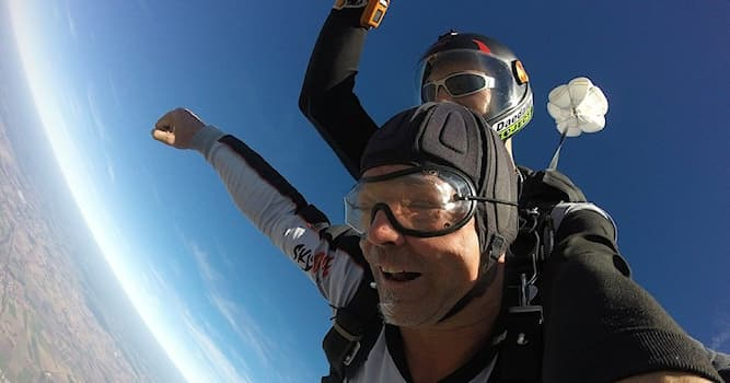 Спорт Вопрос: Как еще называют парашютизм?