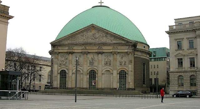 Культура Вопрос: Как называется эта достопримечательность Берлина?