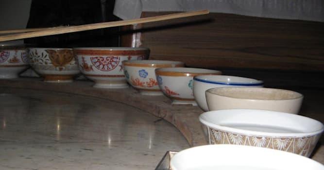 Культура Вопрос: Как называется индийский музыкальный инструмент, представляющий собой набор фарфоровых чаш, наполненных водой?