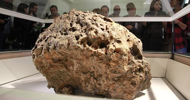 Наука Вопрос: Как называется метеорит, упавший на Землю 15 февраля 2013 года?