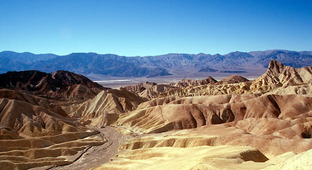 География Вопрос: Как называется наиболее засушливый национальный парк в США, расположенный в штате Калифорния и Невада?