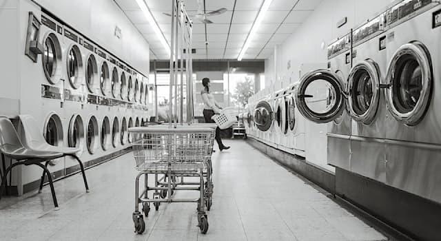 Общество Вопрос: Как называется предприятие бытового обслуживания, производящее стирку и последующую обработку белья?