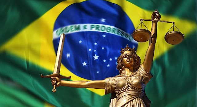 Общество Вопрос: Как с португальского переводится национальный девиз Бразилии?