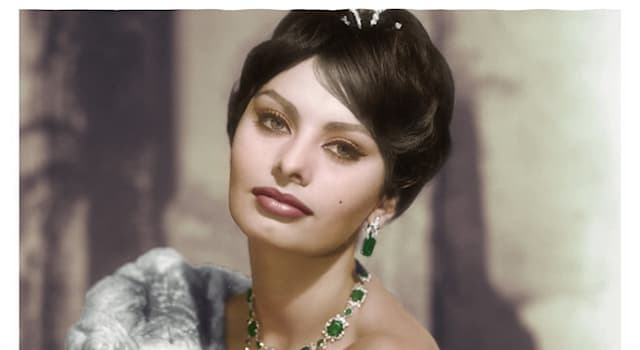 Кино Вопрос: Как зовут актрису, изображённую на фотографии?