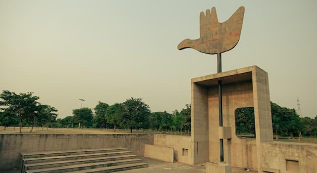 Культура Вопрос: Какой индийский город был построен по проекту французского архитектора Ле Корбюзье?