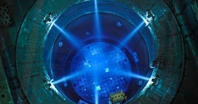Наука Вопрос: Какой из элементов является главным конструктивным элементом активной зоны гетерогенного ядерного реактора?