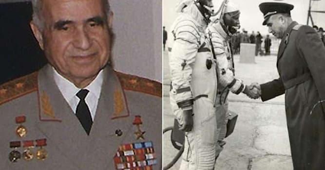 Наука Вопрос: Кто из следующих учёных внёс значительную пользу в развитие космонавтики СССР?