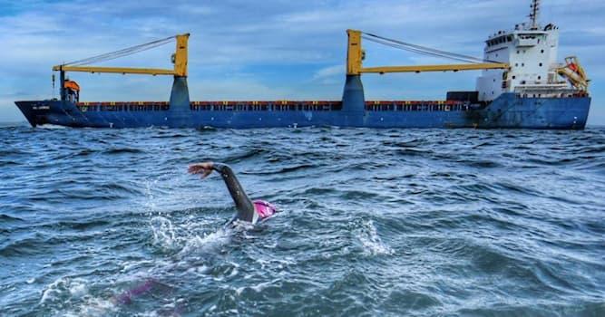 Спорт Вопрос: Кто первым в истории человечества переплыл пролив Ла-Манш без вспомогательных средств?