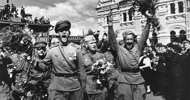 История Вопрос: Сколько дней длилась Великая Отечественная война?