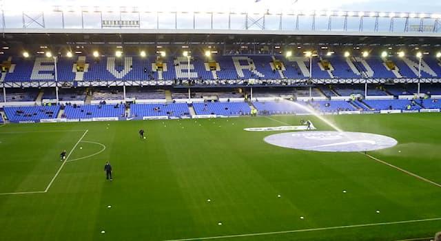 Спорт Вопрос: В какой стране находится футбольный стадион Гудисон Парк?