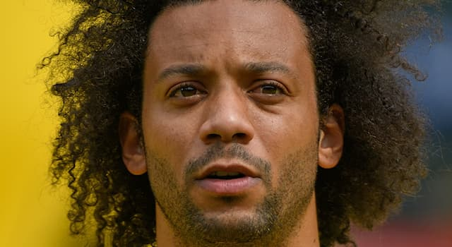 Спорт Вопрос: В какой стране родился футболист Марсело?