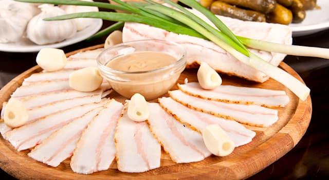 Общество Вопрос: В связи с чем, по некоторым мнениям, связано широкое употребление свинины в украинской кухне?