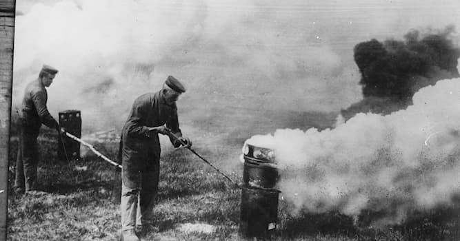 История Вопрос: Возле какого города Германия впервые применила химическое оружие в Первой мировой войне?